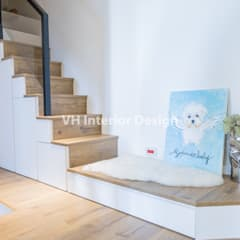 Stairs by VH INTERIOR DESIGN