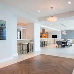 Miami South Beach Mediterranean style dining room by GD Arredamenti Mediterranean Solid Wood Multicolored