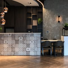 Dining room by 見和空間設計, Industrial Tiles