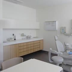 A017_Clinica dentária ido_ivocreativeoffice: Escritórios e Espaços de trabalho  por ico_ivocreativeoffice