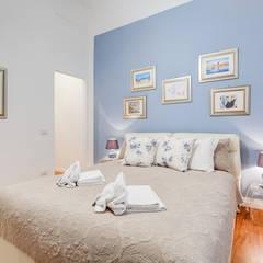 Casa Vacanze Roma Prati: Camera da letto in stile  di Luca Tranquilli - Fotografo