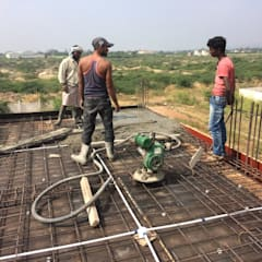 Casting of slab in progress:  Single family home by Cfolios Design And Construction Solutions Pvt Ltd