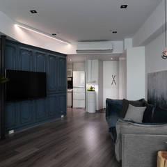 minimalistic Living room by 臣月空間工程