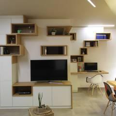 ISPIRAZIONI SCANDINAVE: Sala multimediale in stile  di ARCHITÈ