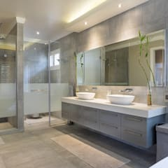 The Modern Houghton Residence :  Bathroom by Dessiner Interior Architectural, Modern