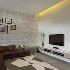 The Modern Houghton Residence :  Electronics by Dessiner Interior Architectural,