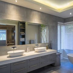 The Modern Houghton Residence Modern bathroom by Dessiner Interior Architectural Modern
