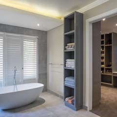 Houghton Residence - Modern Interior Design:  Bathroom by Dessiner Interior Architectural,