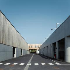 Centre Technique Municipal  de Saint Germain en LAye: Bureaux de style  par Fabrice Commercon