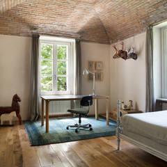 Chambre d'enfant de style de style Rustique par Riccardo Gasperoni Fotografo
