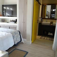 REMODELACION VIVIENDA VITACURA: Dormitorios de estilo  por ALLEGRE ARQUITECTOS