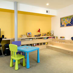 Forest House: modern Nursery/kid's room by KUBE Architecture