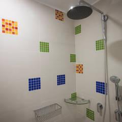 Salle de bains de style  par AMR estudio