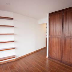 Apartamento MI Jara: Estudios y despachos de estilo moderno por AMR estudio