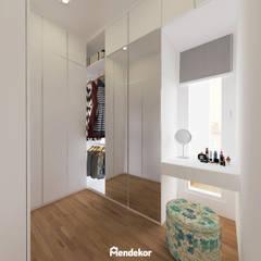 Edison House: Ruang Ganti oleh Mendekor, Modern Kayu Buatan Transparent