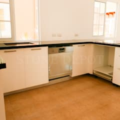 Absolute Black Granite Kitchen Countertop in Panglao Island:  Kitchen by Stone Depot,