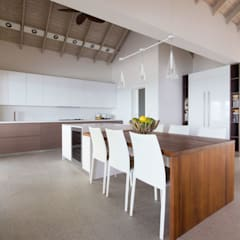 Built-in kitchens by GD Arredamenti, Tropical Solid Wood Multicolored