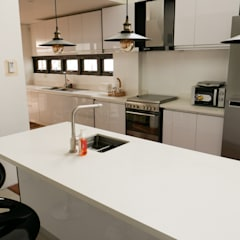 Moonstone Quartz Kitchen Countertop in Carmen, Cebu:  Kitchen by Stone Depot
