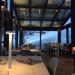 le luci e dettagli sono protagonisti: Hotel in stile  di archstudiodesign