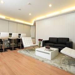 MODERN OPEN SPACE OFFICE @ AGUS SALIM, JAKARTA:  Gedung perkantoran by PT. Dekorasi Hunian Indonesia (DHI)