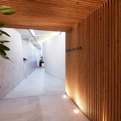 抜けのよい幾何学的構成: 一級建築士事務所 株式会社KADeLが手掛けた階段です。
