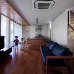 Suelos de estilo  por 一級建築士事務所 株式会社KADeL,