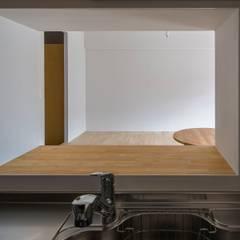 閑かな家: 山本嘉寛建築設計事務所 YYAAが手掛けたシステムキッチンです。