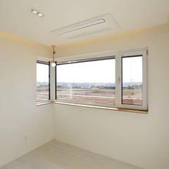 진원면 단독주택: 인우건축사사무소의  창문