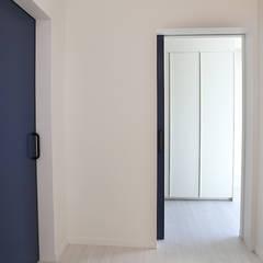 Puertas de estilo  por 인우건축사사무소