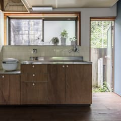 Built-in kitchens by 山本嘉寛建築設計事務所 YYAA