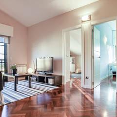 SALA DE ESTAR: Salas multimedia de estilo moderno de CCVO Design and Staging