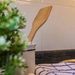 DETALLE: Cocinas integrales de estilo  de CCVO Design and Staging