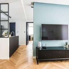 modern Living room by 집으로