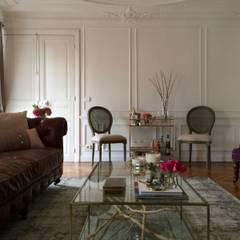 Parisian chic design and decoration by Lichelle Silvestry: Salon de style de style Classique par Lichelle Silvestry