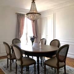 Parisian chic Haussmannian apartment by Lichelle Silvestry: Salle à manger de style  par Lichelle Silvestry
