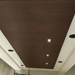 Bocinas en pasillo: Pasillos y recibidores de estilo  por Custom Control
