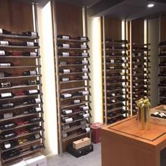 Aménagement de cave à vin en résidence secondaire: Cave à vin de style de style Moderne par Millesime Wine Racks