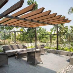 Landscape seating:  Garden Shed by DESIGNER'S CIRCLE
