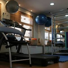 Gym by Thais Ruiz Arquitetura e Interiores