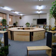 入って一番最初。: INTERIOR BOOKWORM CAFEが手掛けた会議・展示施設です。