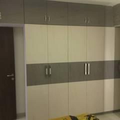 walldrop design:  Bedroom by KUMAR INTERIOR THANE