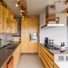 Cocinas de estilo  por Aptar Arquitetura, Industrial