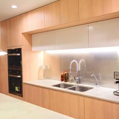 FAMILY KITCHEN: Cocinas equipadas de estilo  por Chetecortés , Moderno
