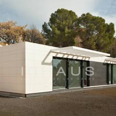 Modelo Algeciras en Barcelona: Casas prefabricadas de estilo  de Casas inHAUS