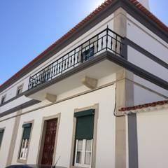 Fachada Norte: Casas unifamilares  por Leonor da Costa Afonso