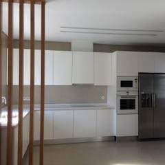 Cozinha: Cozinhas  por Leonor da Costa Afonso