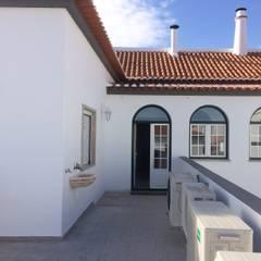 Casa Costa Varandas, marquises e terraços clássicas por Leonor da Costa Afonso Clássico