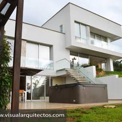 Casa Gaviria: Casas de madera de estilo  por Visual Arquitectos, Moderno