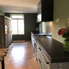 Barnwood combineert mooi met alle soorten materialen en stijlen:  Keuken door RestyleXL
