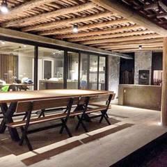 بلكونة أو شرفة تنفيذ FAARQ - Facundo Arana Arquitecto & asoc.,